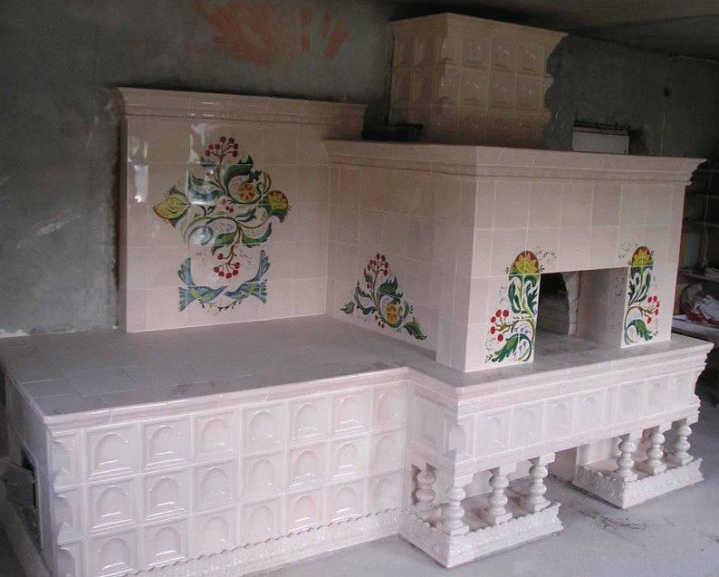 Керамическая плитка - наиболее доступный материал для отделки печки