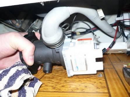 Машинка lg не сливает воду