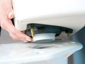 Как на время отремонтировать прокладку под бачком унитаза?