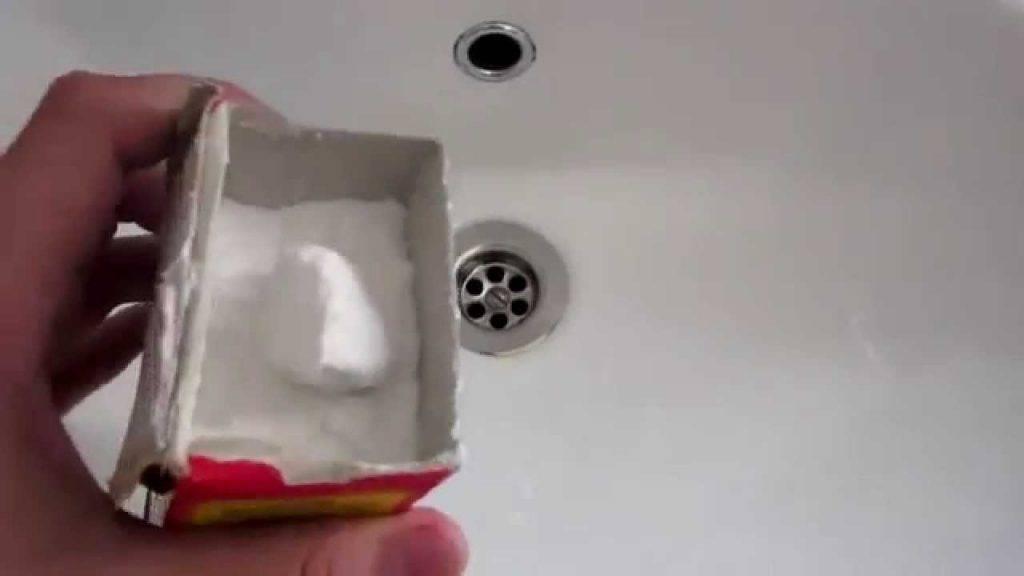 Прочистить засор содой и уксусом