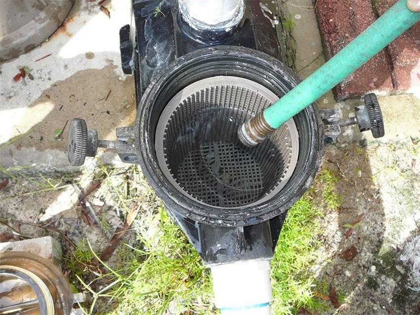 Насос для фильтрации воды в бассейне