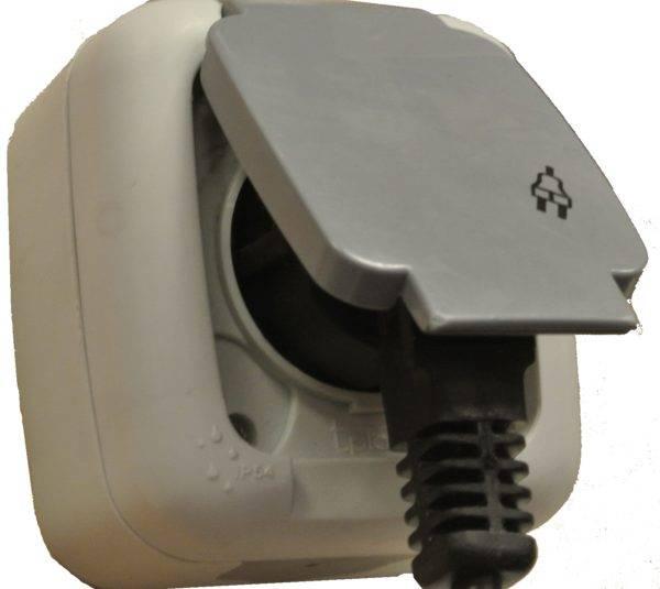 Влагозащищенная розетка открытой установки IP 54