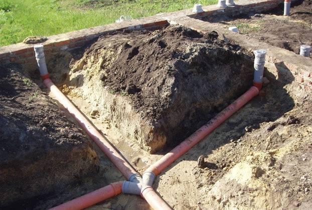 Прокладка канализационных труб в частном доме