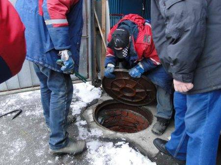 Прочистка колодцев канализации