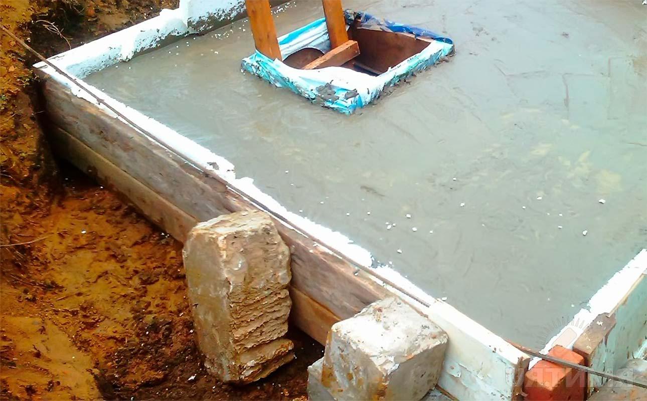 Как укрепить выгребную яму в дачном туалете